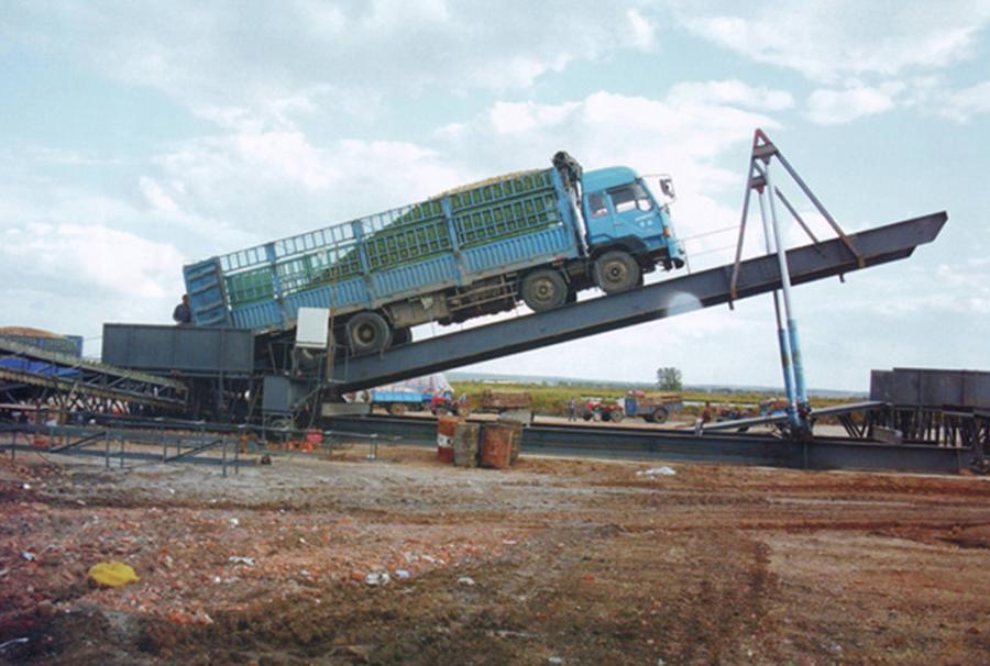玉米小麦卸车翻板平台